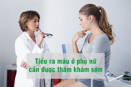 Tiểu ra máu ở phụ nữ cần được thăm khám sớm